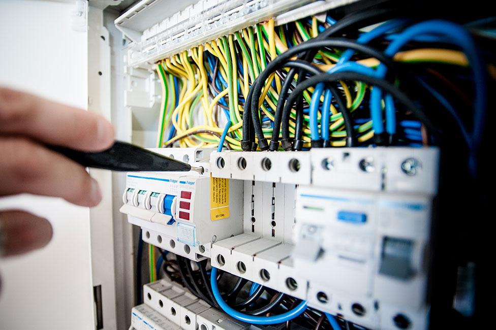 Elektroniker Für Betriebstechnik Ausbildung Beruf Gehalt Bewerbung