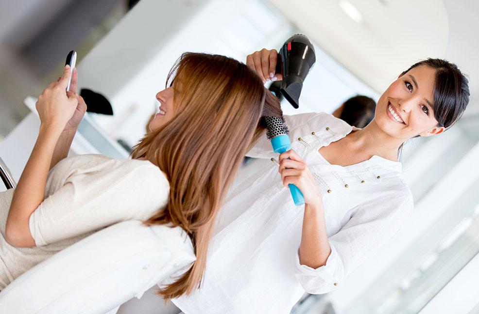 Friseur/in - Berufsbild, Ausbildung, Gehalt und Bewerbung